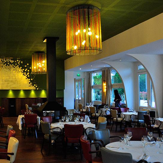 Restaurant Chalet des Iles, Daumesnil - Lustre perles et acier, diamètre 80cm Ht 100cm